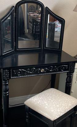 Black Vanity Set With Stool for Sale in Aliso Viejo,  CA