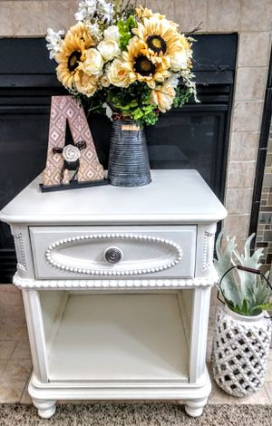 Pulaski Decorator 1-Drawer, 1 Shelf, Side Table w/Electrical Source for Sale in Arvada, CO