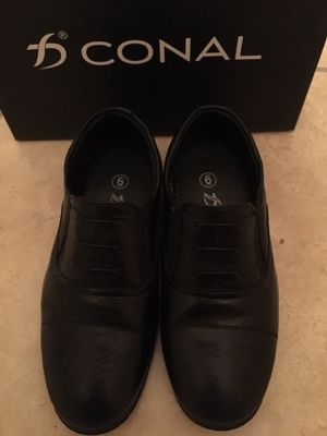 Boys size 6 dress shoes (warn once only), comfy flexible for Sale in Los Angeles, CA