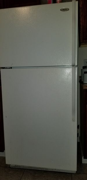 Whirlpool refrigerator working good👍 i dont deliver for Sale in Fresno, CA