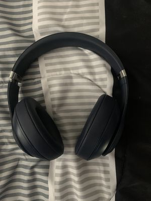 beats by dre. studio 3 wireless. like new . case not included. for Sale in STEVENSON RNH, CA