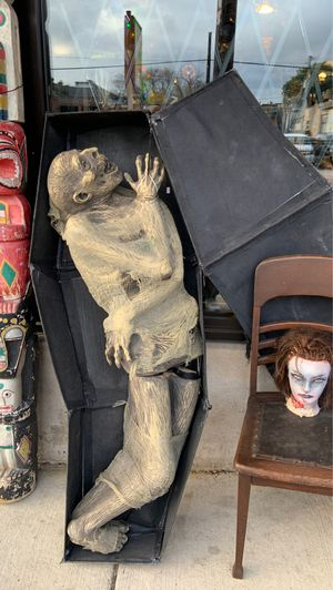 Halloween display aprox 5ft tall for Sale in Chicago, IL