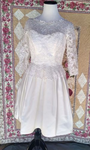 Enchanting by mine Cheri elegant wedding dress Mini light beige lace it has pockets for Sale in Phoenix, AZ