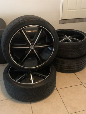 Black, chrome 24 inch rims 6 lug for Sale in Humble, TX