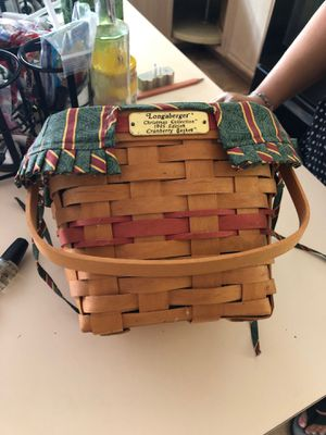 Longaberger Christmas collection 1995 Edition cranberry basket for Sale in Apopka, FL