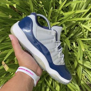 Jordan 11 low tops used size 6 200 for Sale in Pacifica, CA