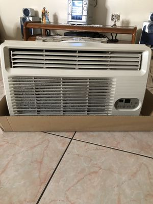 AC WALL UNIT WITH REMOTE for Sale in Pembroke Pines, FL