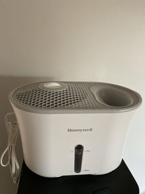 Honeywell Easy to Care Cool Mist Humidifier for Sale in Tustin, CA