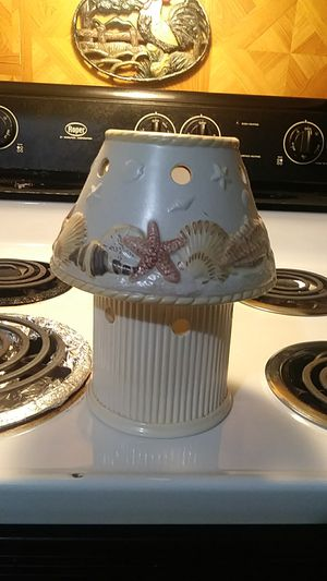 LG candle holder with shade has shell design for Sale in Lumber City, GA
