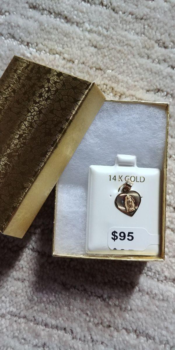 14k medallita de la virgen de guadalupe en forma de ❤