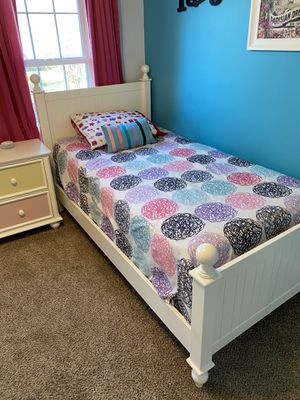 Twin Bed set with dresser and night stand for Sale in Woodbridge, VA
