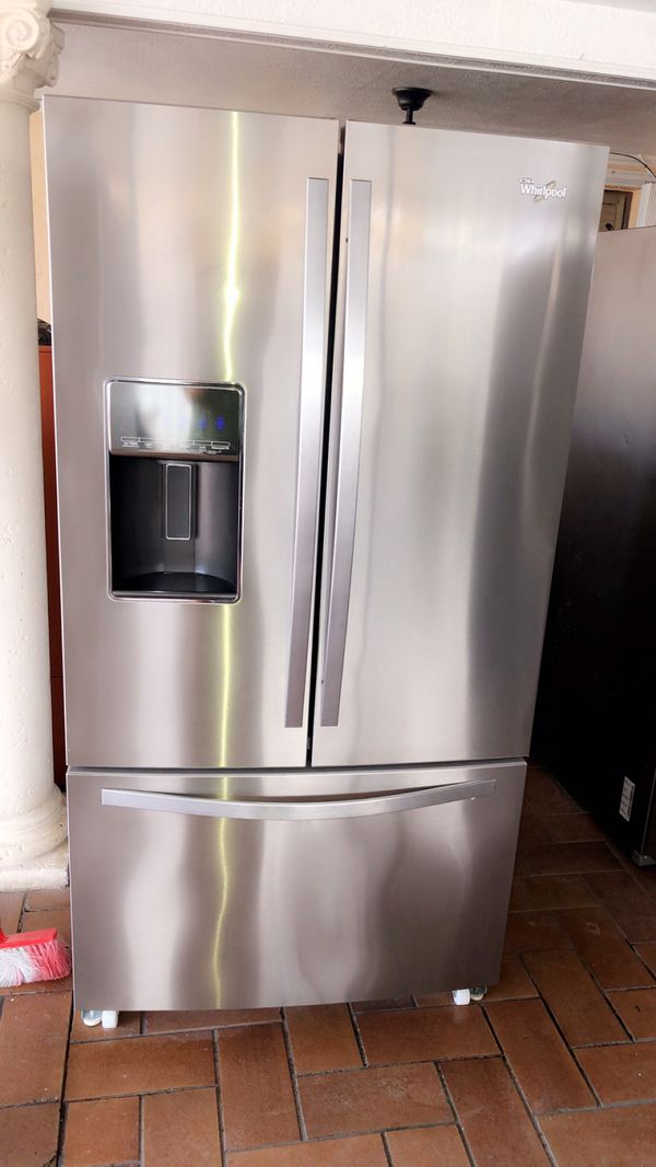WHIRPOOL STAINLESS STEEL REFRIGERATOR LIKEW NEW BARELY USED WITH WARRANTY.NEVERA WHIRLPOOL STAINLESS STEEL COMO NUEVA POCO USO Y DOY GARANTÍA