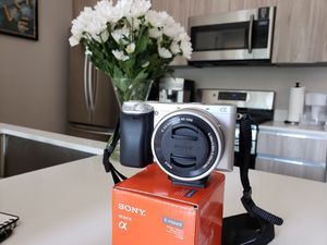Sony A6300 mirrorless camera has 4K video and fast autofocus+1.8/50mm Lens+3.5-5.6/16-50mm Leans for Sale in Los Angeles, CA
