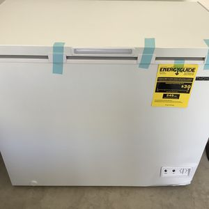 Good Offer !!! Big Freezer THOMSON, White Color ( Open Box, Never Used) Litle Damage in The Córner. for Sale in Wichita, KS
