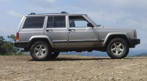 LOOKING TO BUY - Jeep Cherokee XJ 1990 - 2000 for Sale in Sun City, AZ