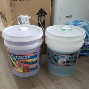 Free 4 GALLONS Detergent And Softener for Sale in Glendale Heights, IL