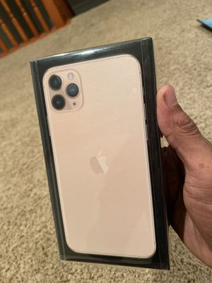 iPhone 11 Pro Max 512GB (Gold) Brand New In The Box!!! for Sale in Warrensville Heights, OH