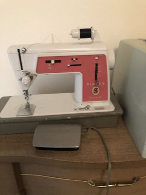 Singer sewing machine for Sale in Minot, ND