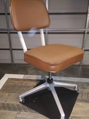 VINTAGE Industrial Desk Chair for Sale in Columbia, SC