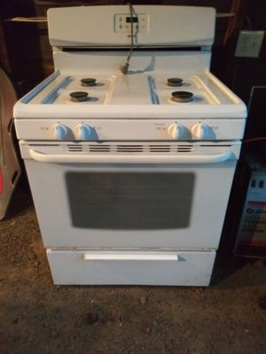 Brand new! Never even plugged in Kenmore stove for Sale in Owatonna, MN
