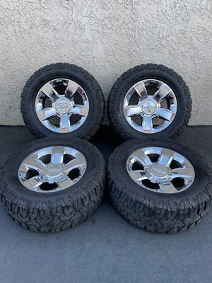 """(4) 20"""" Chevy Wheels 35x12.50R20 Patagonia M/T - $1025 for Sale in Santa Ana, CA"""