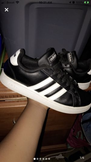 Low top ankle Adidas *Black & White* for Sale in Houston, TX