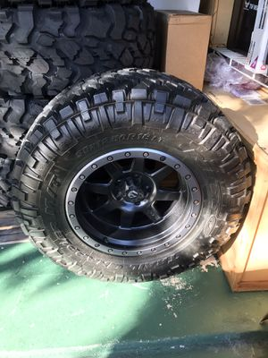 ONE (just one) Nitto Trail Grappler 35x12.5 R18 Like new with Fuel wheel for Sale in Fort Lauderdale, FL