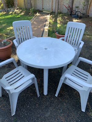 Patio set with 4 chairs for Sale in Covington, WA
