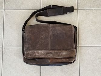 Kenneth Cole Leather Messenger Bag for Sale in Milton,  MA