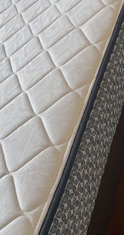 King Size Sealy Mattress for Sale in Sylmar,  CA