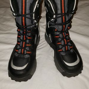Snow Boots Waterproof Size4 for Sale in Long Beach, CA