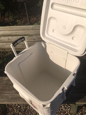 Igloo cube cooler for Sale in Reynoldsburg, OH