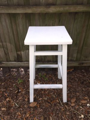 White vintage bar stool for Sale in Tampa, FL