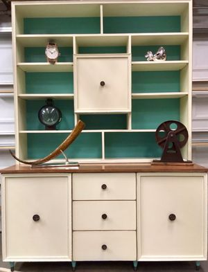 Nice vintage mid century hutch, shelving unit, book case for Sale in Hesperia, CA