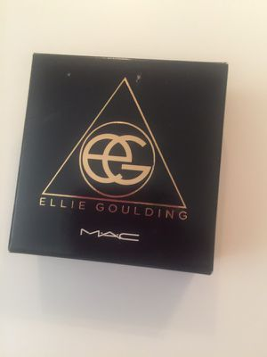 Mac Ellie Golding shadow highlight set for Sale in Chula Vista, CA