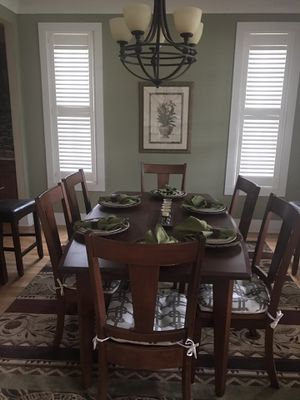 Amish Abner Henry 42 x 66 dining table and six chairs and server/wine cabinet for Sale in Piedmont, SC