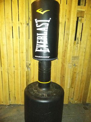EVERLAST PUNCHING BAG for Sale in Los Angeles, CA