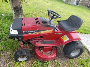 Murray tractor to cut the lawn for Sale in Miami Gardens, FL