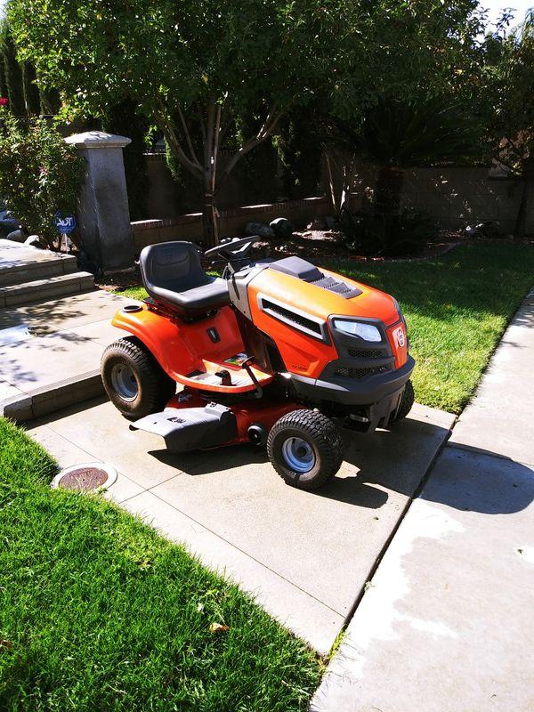 HusqvarnaYTH18542 18.5-HP Hydrostatic 42-in Riding Lawn Mower