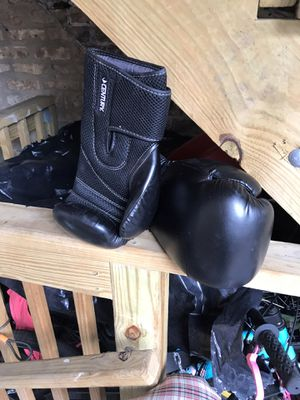 Guantes 12 oz for Sale in Chicago, IL