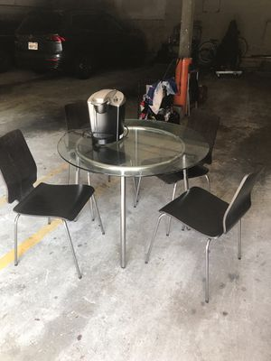 Kitchen dining table with 4 chairs for Sale in Los Angeles, CA