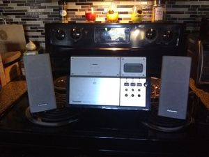 Cd player and radio for Sale in Plano, TX