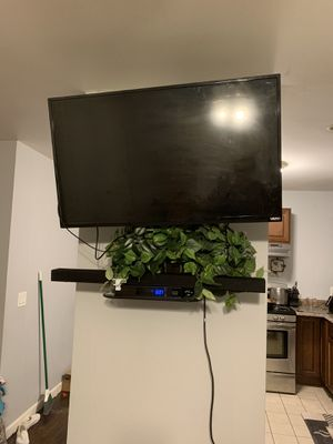 Vizio 39 inch tv with swivel wall mount 150$ for Sale in Providence, RI