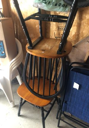 Table and chairs for Sale in Eau Claire, WI