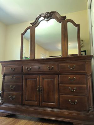 AMERICAN MADE SUMTER CABINET CO. SOLID CHERRY WOOD CHIPPENDALE STYLE 64″ DOOR DRESSER WITH A 3 SECTION MIRROR AND SOLID CHERRY WOOD BED SET for Sale in Frederick, MD