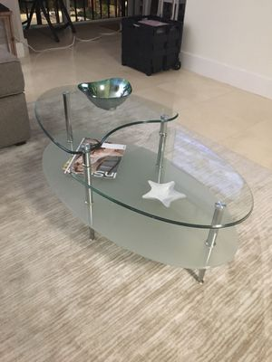 Contemporary glass coffee table for Sale in Miami, FL