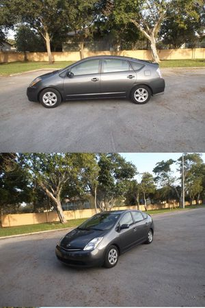 2009 Toyota Prius Hybrid save gas and money!! Back camera! for Sale in Hollywood, FL