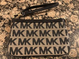 MICHAEL KORS SIGNATURE WRISTLET **BRAND NEW for Sale in Rocky River, OH