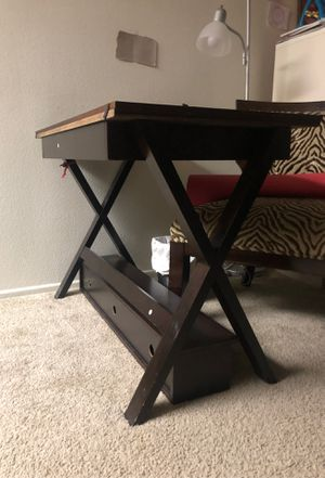 Desk table for Sale in Rancho Cucamonga, CA