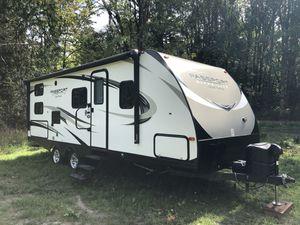 Keystone passport 2400BHWE 2018 bunkhouse travel trailer for Sale in Lacey, WA